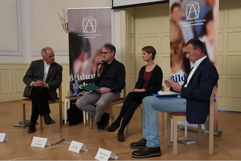 Podium mit Wilhelm Schmid, Ralf Schöppner, Eva Vogt und Franz-Josef Wetz (v.l.)