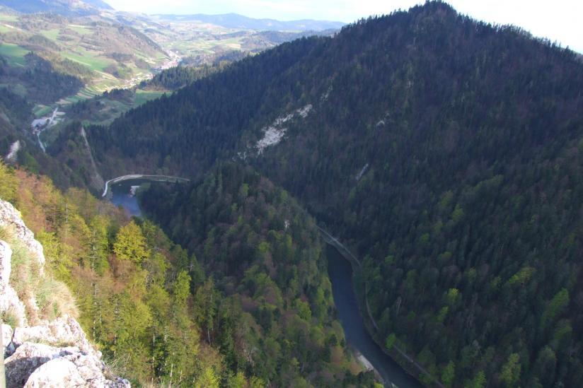 Der Dunajec in der Nähe der Stadt Krościenko in Süd-Ost-Polen.