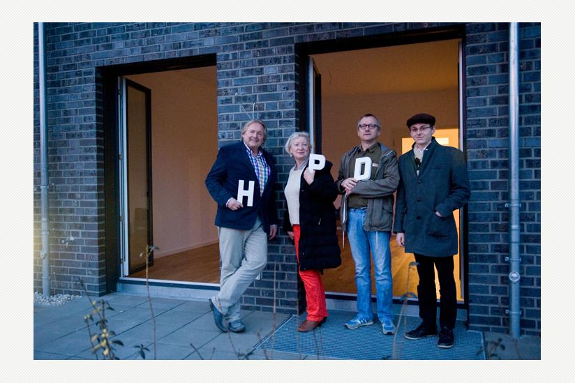 Vor dem neuen Redaktionsbüro: Helmut Debelius, Elke Schäfer, Frank Nicolai, Florian Chefai (v.l.n.r.)