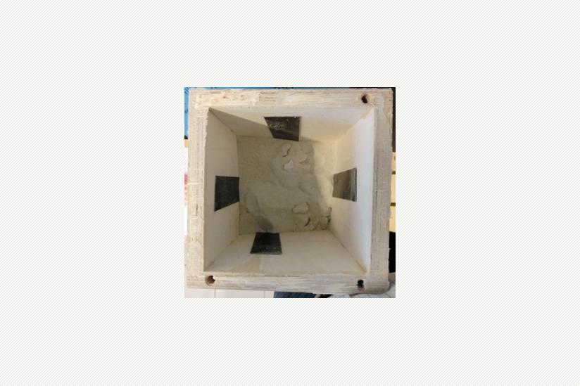 Der untere Teil des Raumharmonisierers ist mit feinem Sand gefüllt