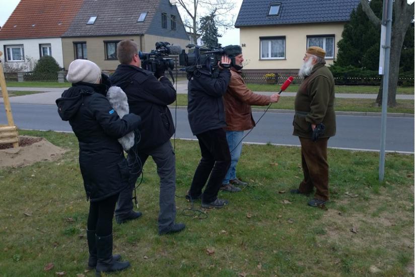 Ein rbb-Team filmt Rüdiger Weida, ein sat1-Team filmt das Filmteam