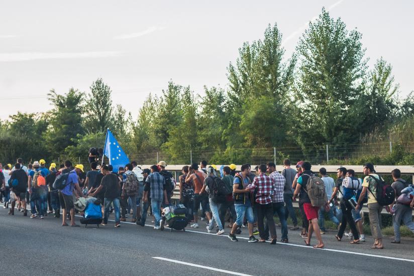 Flüchtlinge in Ungarn unterwegs nach Österreich