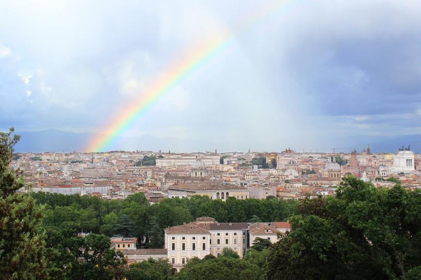 Ein Regenbogen über Rom