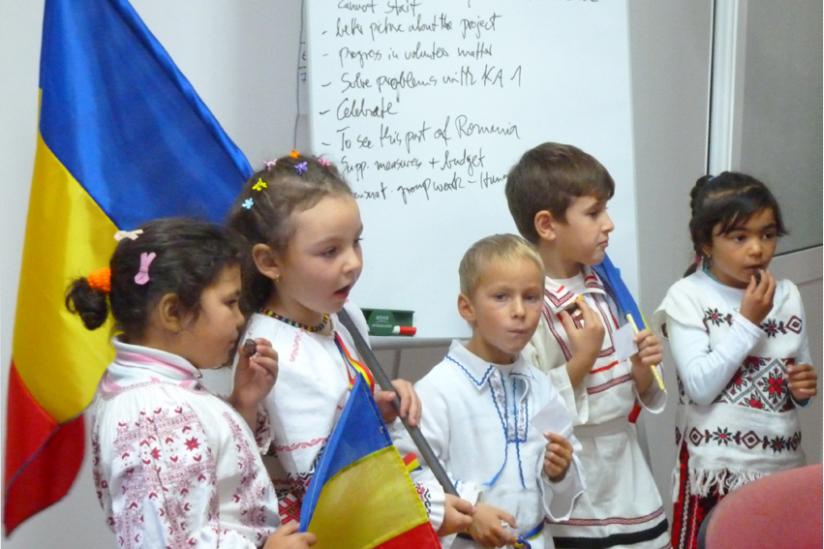 Kinder in Cozmesti School