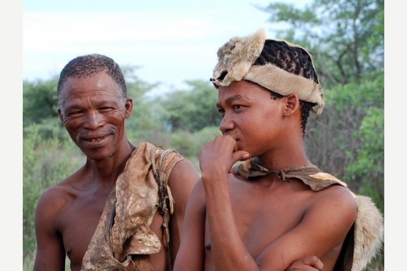Die San, eine Volksgruppe im südlichen Afrika, leben noch heute überwiegend als Jäger und Sammler.