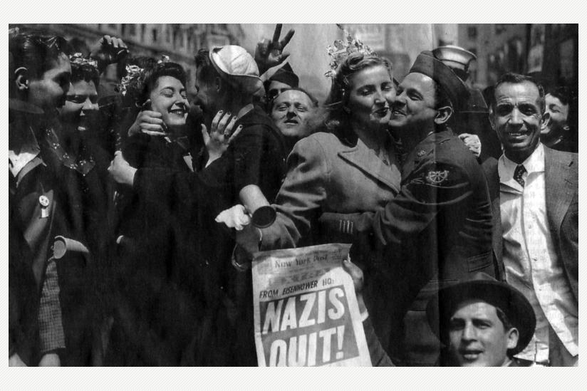 historisch: Siegesfeier 1945 in New York