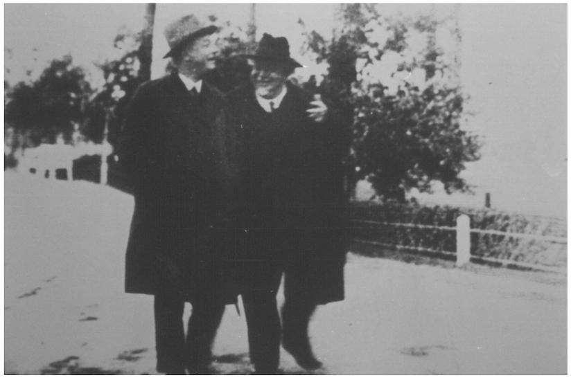 Max Sievers mit dem Vorsitzenden der Berliner SPD Franz Künstler, um 1930