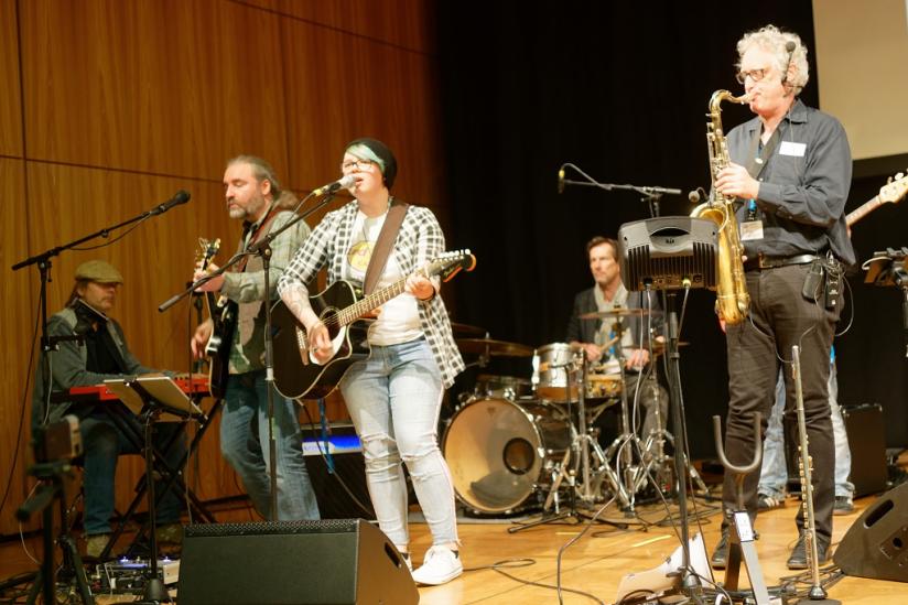 """Tommy Krappweis und Band """"Harpo speaks"""": """"Entdumm dich!"""""""
