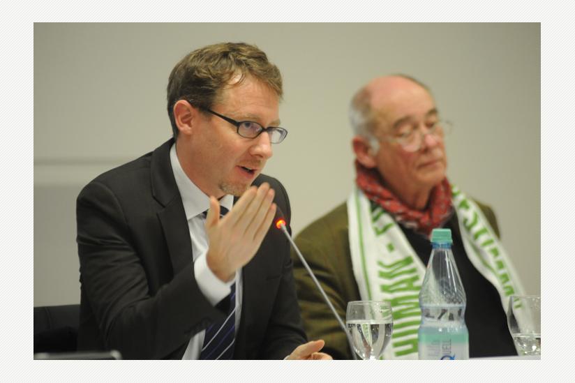 Bernhard Sutter (EXIT), im Hintergrund: Dr. med. Ayke Schmook
