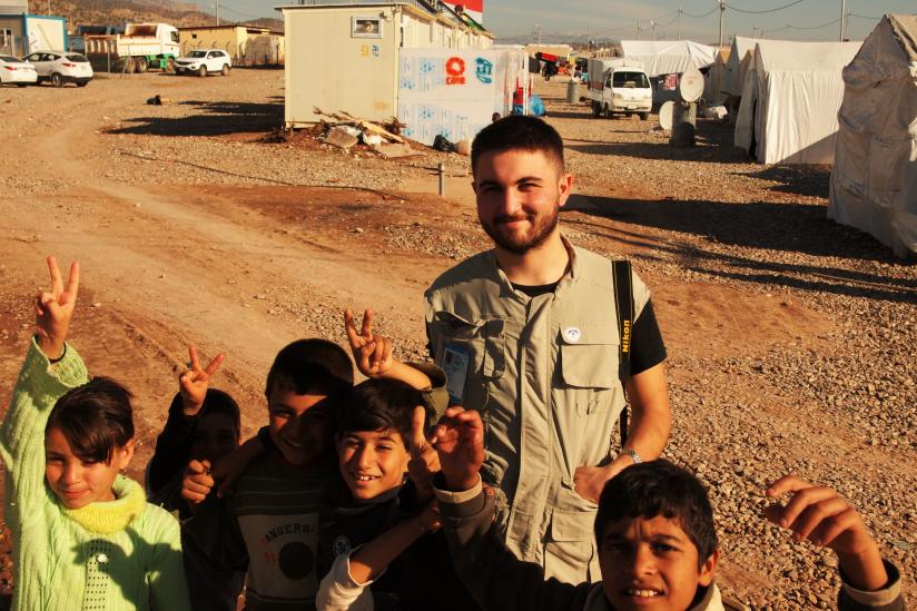Muhip Ege Çağlıdil in einem Lager für Binnengeflüchtete