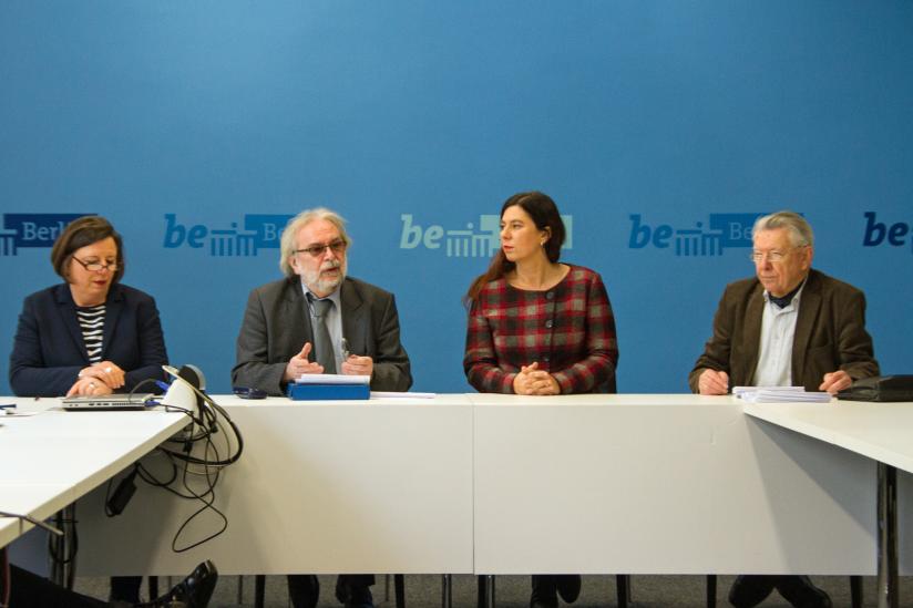 Hildegard Greif-Groß, Walter Otte, Bildungssenatorin Sandra Scheeres, Wilfried Seiring (v.l.n.r.)