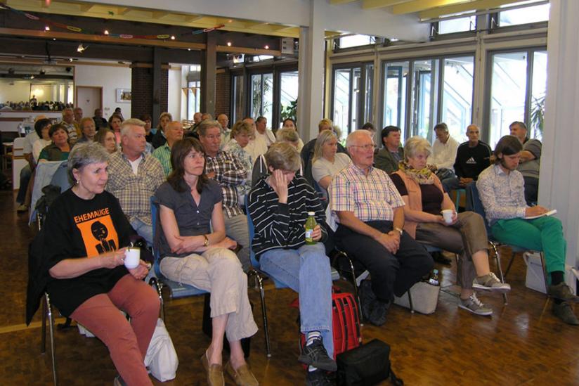 Rund 50 Teilnehmer lauschen interessiert den Referaten auf der ersten Konferenz des VEH