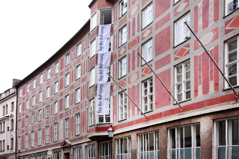 Weiße Fahnen am Münchner Kulturreferat