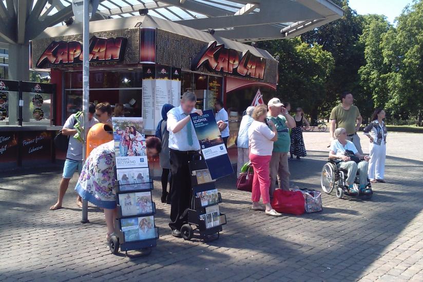 Die Zeugen Jehovas missionieren in Berlin-Spandau.