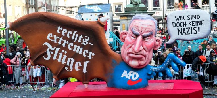Rechter Flügel der AfD, Großplastik von Jaques Tilly.
