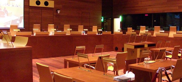 """Gerichtssaal im Europäischen Gerichtshof, Foto: """"Stefan64"""" (CC-BY-SA-3.0)"""