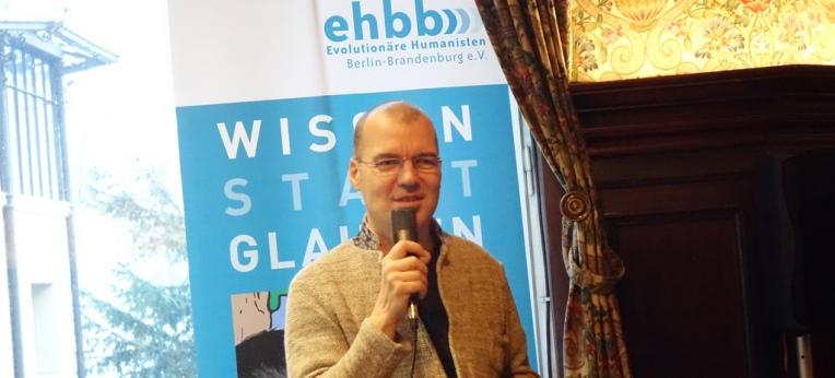 Hellge Haufe, 1. Vorsitzender der gbs-Berlin-Ehbb-e.V. eröffnet die ATHvents-Lesung 2016