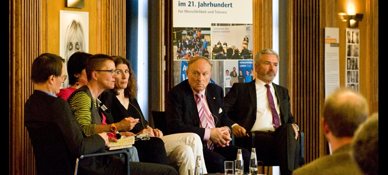 Diskussion auf dem Podium: Karl Lauterbach, Petra Sitte, Gita Neumann, Heike Haarhoff, Ludwig A. Minelli, Roger Kosch