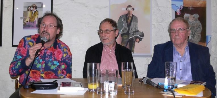 Peter Menne, Gerd Hautsch (Moderator), Reiner Diederich (v.l.n.r.)
