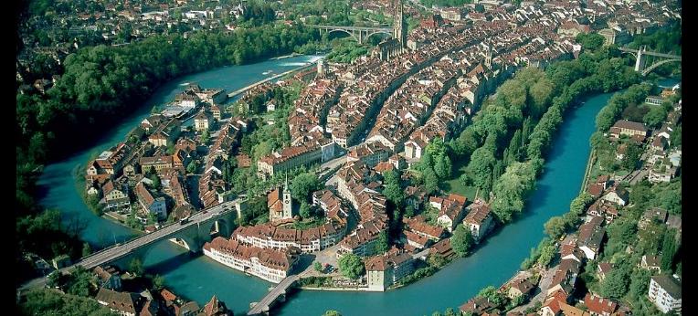Luftaufnahme der Berner Innenstadt, Juni 2005