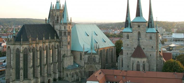 Ansicht des Erfurter Domes (links) und der Severikirche (rechts).
