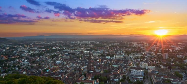 Blick vom Schlossbergturm nach Freiburg