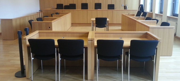 Gerichtssaal ohne Kreuz (hier: Aachen)