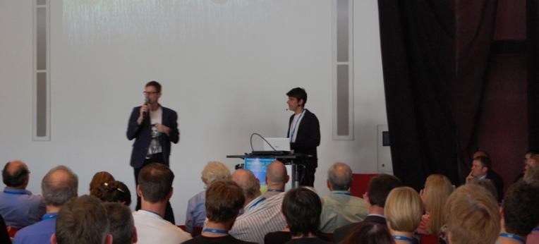 Bernd Harder moderiert die Diskussion nach dem Vortrag von David Bardens
