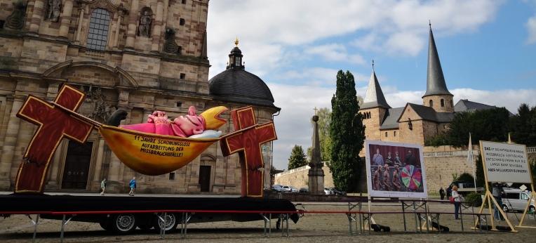 Protest vor dem Dom in Fulda