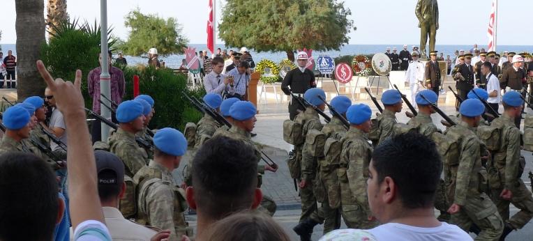 """""""Wolfsgruß"""" der türkischen, rechtsextremen Nationalistischen Bewegungspartei (MHP)"""