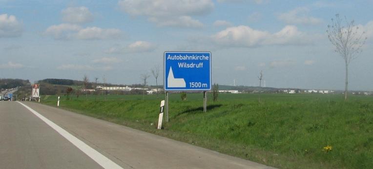 Hinweis auf eine Autobahnkirche