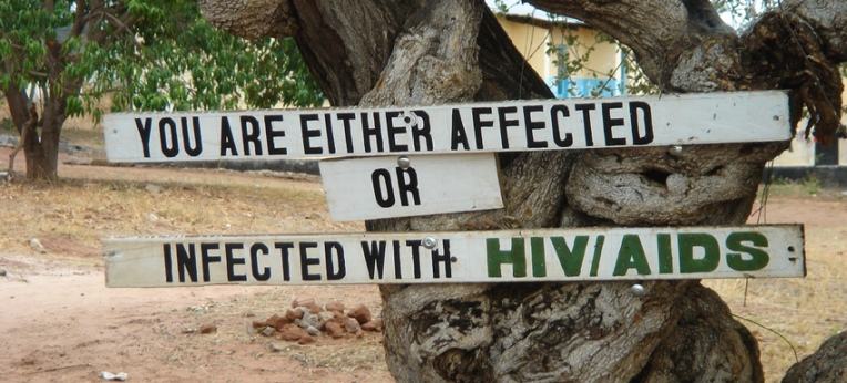Warnschild an einem Ortseingang in Sambia