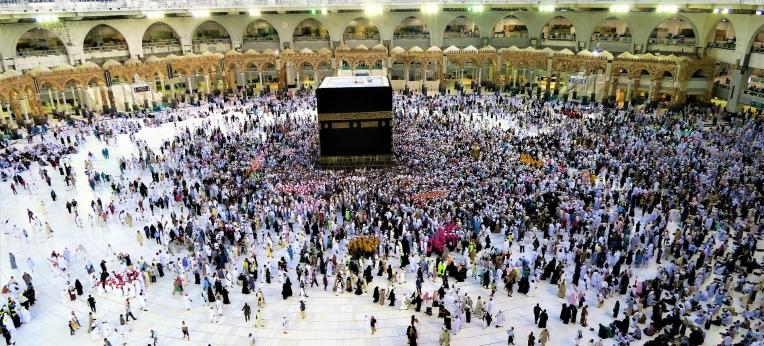 Pilger rund um die Kaaba in Mekka