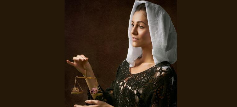 Justizia: Kopftuch statt Augenbinde?