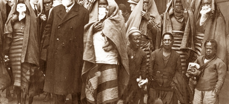 Ludwig Heck mit Angehörigen der Sara-Kaba,1931