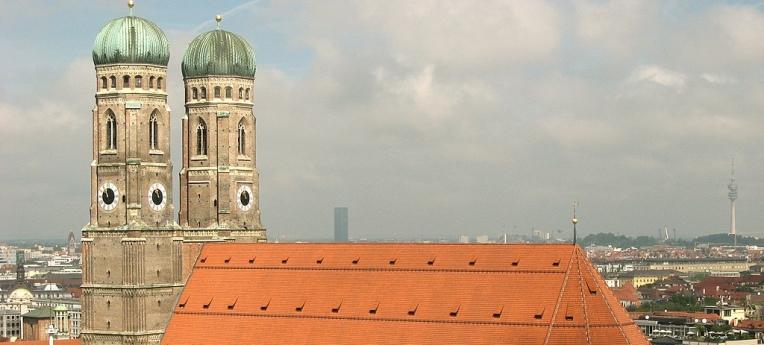 """Diese Kirche in München heißt zwar """"Frauenkirche"""" – das war es aber auch mit der Gleichberechtigung."""