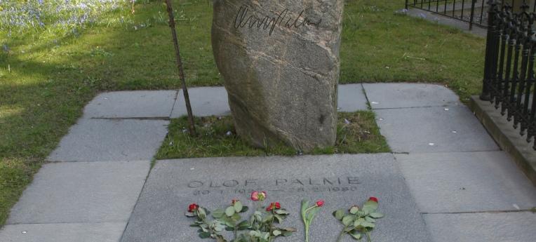 Olof Palmes Grab auf dem Adolf Fredriks Friedhof in Stockholm, Schweden.