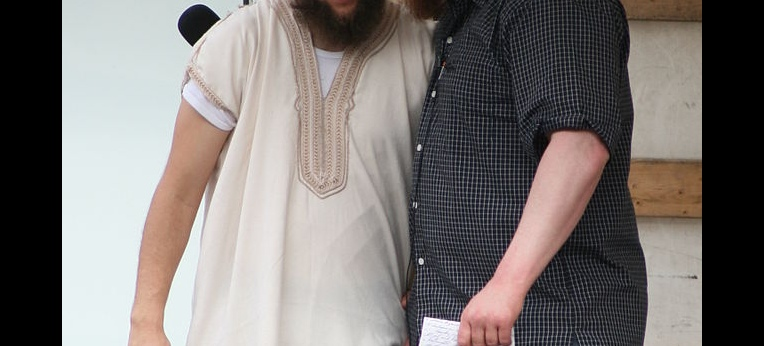 Sven Lau (links) zusammen mit Pierre Vogel bei einer Kundgebung in Freiburg im Juni 2014