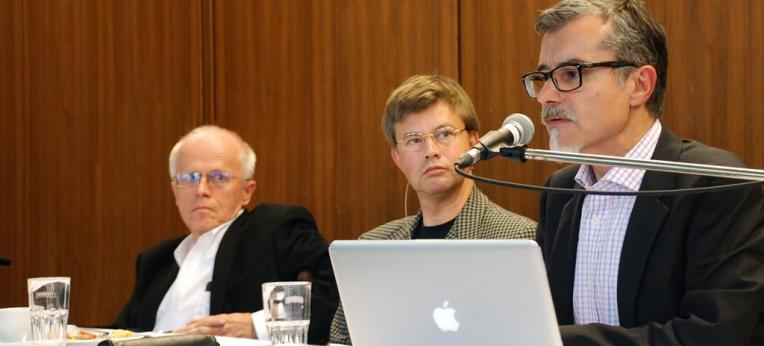 Das Podium: Prof. Dr. Hartmut Kliemt, Helmut Fink (Moderation), PD Dr. Ulrich Thielemann