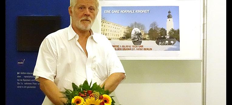 Premierenblumen für den Filmemacher:  Peter Bringmann-Henselder