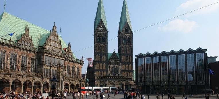 Bremer Marktplatz, von links: Rathaus, Dom, Bürgerschaft