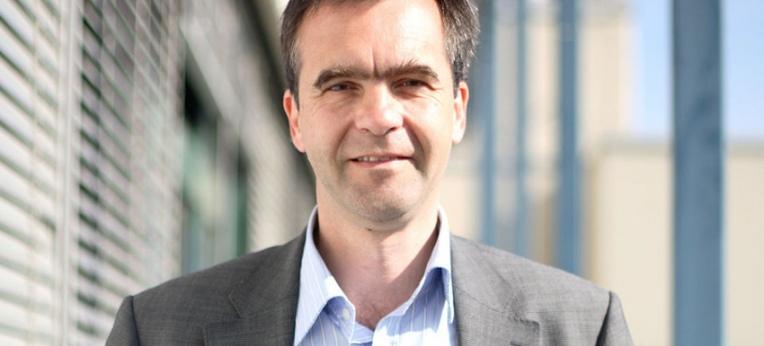 Stefan Mundlos forscht an seltenen Knochenerkrankungen, die durch veränderte Gene ausgelöst werden.