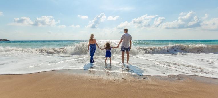 Ein Kind weniger bekommen und auf Flugreisen verzichten – das sind zwei der Handlungsempfehlungen der Wissenschaftler, um dem Klimawandel entgegenzuwirken.