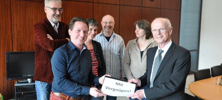 Übergabe der Unterschriften an den Präsidenten der Bremischen Bürgerschaft, Christen Weber