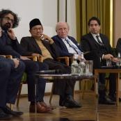 Prof. Dr. Hans-Peter Großhans, Prof. Dr. Milad Karimi, Prof. Dr. Bacharuddin Jusuf Habibie, Moderator Eitel Riefenstahl, Prof. Dr. Mouhanad Khorchide, Prof. Dr. Detlef Pollack (v.l.)