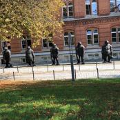 Vor dem Landtag in Kiel