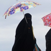 Frauen mit Niqab