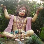 Der Mensch schafft sich Götter nach seinem Bilde - hier der indische  Gott Hanuman nach dem Brustmuskeltraining
