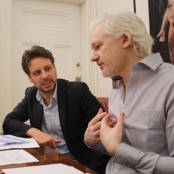 Baltasar Garzon, der Ecuadorianische Außenminister Guillaume Long, und WikiLeaks Gründer Julian Assange