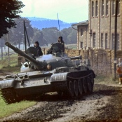 Panzer auf dem Weg zur Grenze